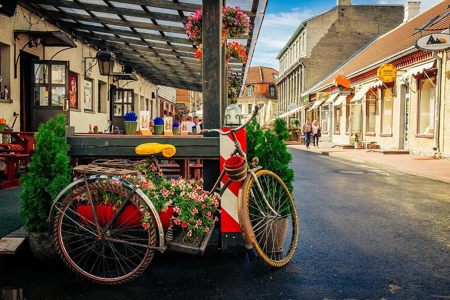 1-street-in-old-town-parnu-alyaksandr-stzhalkouski